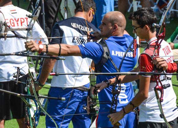 Abre Cuba con récord personal del arquero Adrián Puentes