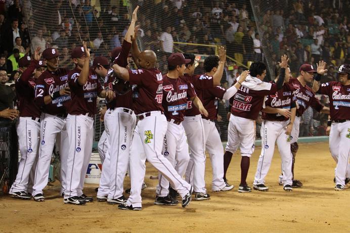 Tomateros de Culiacán líderes absolutos del beisbol mexicano
