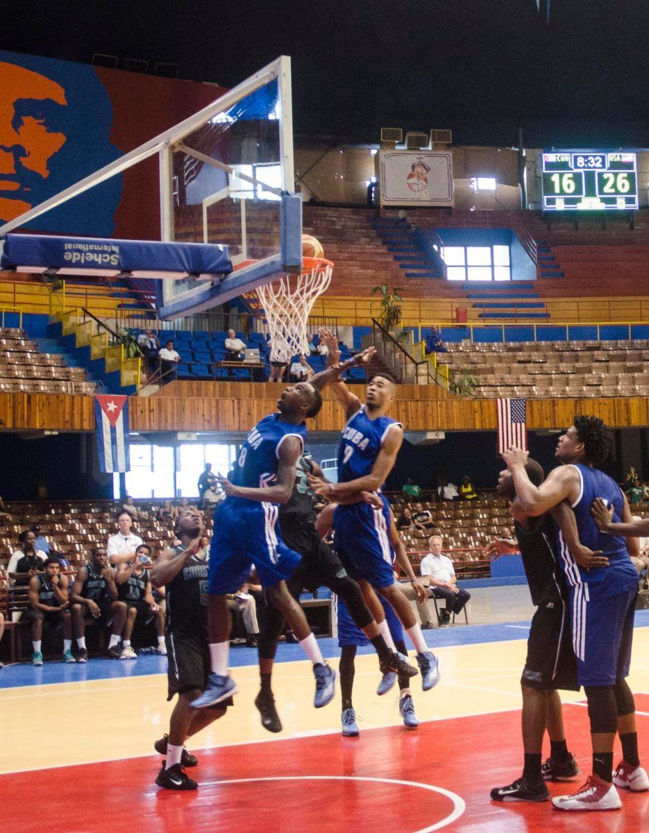 Gira de preparación de baloncesto: Ceden cubanos en su estreno en China
