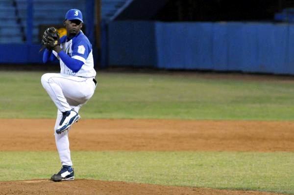 Vicyohandry Odelin, pitcher abridor de Industriales. Foto: Roberto MOREJON