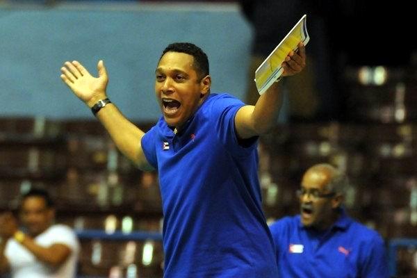 Nicolás Vives, entrenador principal de la selección cubana de voleibol