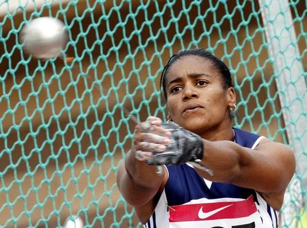 La martillista cubana garantizó su presencia entre las 12 finalistas.
