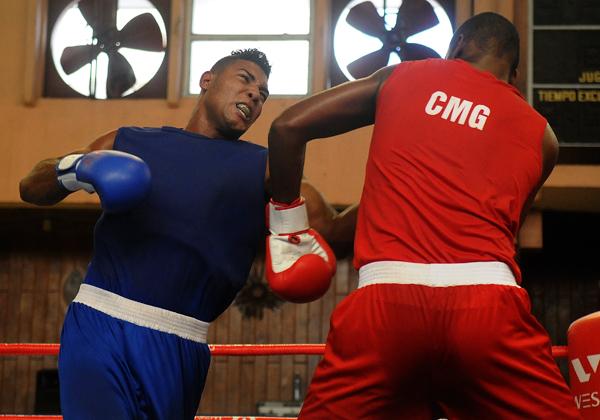 Serie Nacional de Boxeo: Púgiles habaneros por bailar en casa del trompo