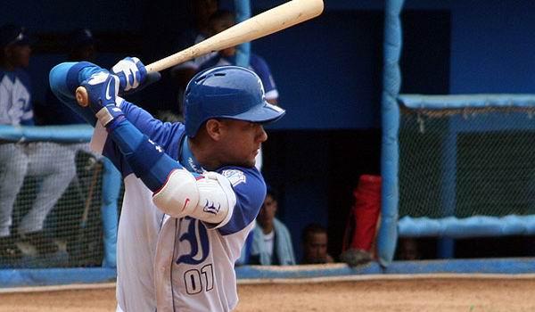El estelar antesalista de Industriales, Yulieski Gourriel sobresalió en la sexta semana de la 55 Serie Nacional de Béisbol. Foto: Reynier Batista