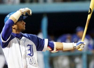 Yulieski Gourriel decidió vestir el uniforme de Industriales a partir de la 53 Serie Nacional de Béisbol.