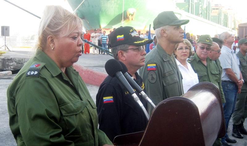 La vicepresidenta del Consejo de Defensa Nacional, de Guantánamo, Nancy Acosta, agradeció la ayuda solidaria enviada desde Venezuela . Foto: Carlos Sanabia