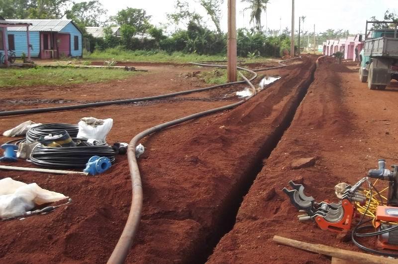 Se instala servicio de acueduco en las comunidades.