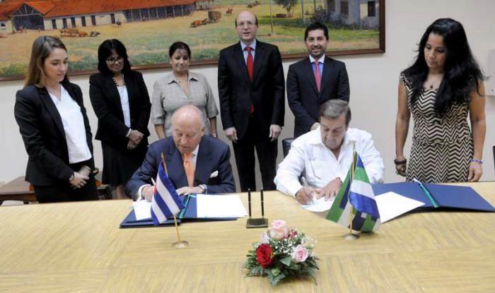 Cuba acuerda colaboración con Banco de Desarrollo de América Latina