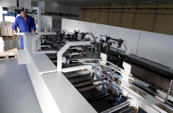 Con el equipamiento actual, la planta puede producir 60 millones de envases anuales para la industria farmacéutica. Foto: Ronald Suárez Rivas