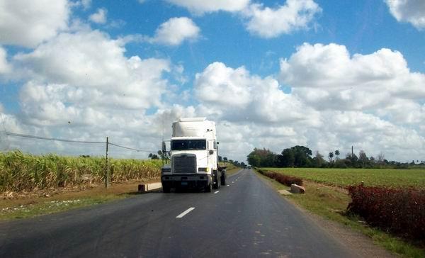 Autopista Nacional en Cienfuegos. Foto de la autora