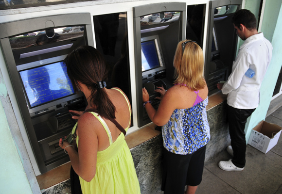Banco Central de Cuba avanza en su estrategia de informatización