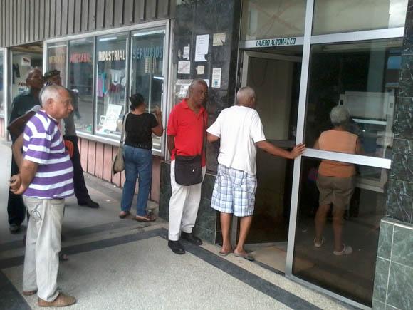 Cuba apuesta por los cajeros automáticos