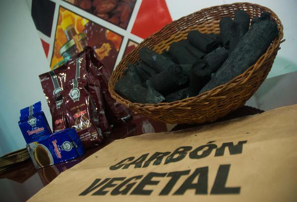 Carbón vegetal artesanal de marabú, producto de la Empresa CUBAEXPORT, será la primera exportación de un producto cubano a los Estados Unidos de América, en más de cinco décadas