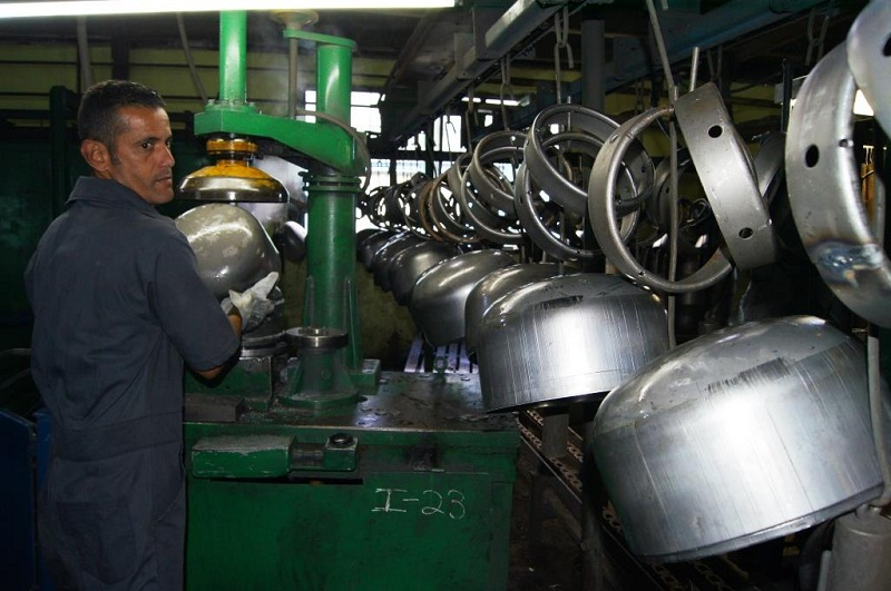 Sobreproducción avisada reclama más obreros en ConforMat (+Fotos)
