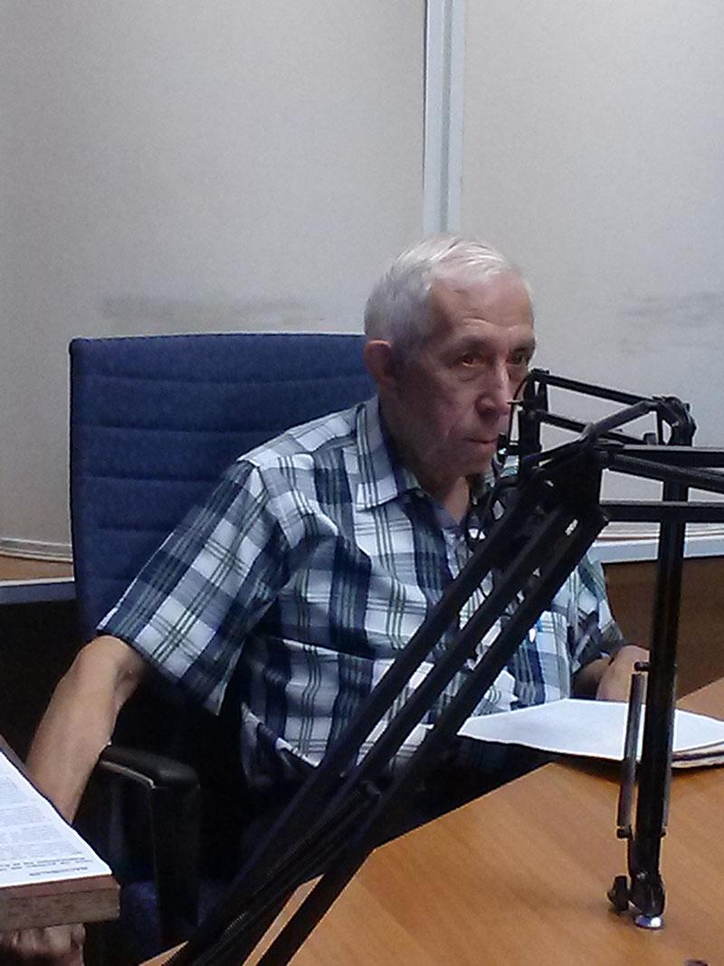 Alfonso Regalado Granda, contador público y  miembro de la Comisión Permanente para la Implementación y Desarrollo de los Lineamientos, en el programa Haciendo Radio de Radio Rebelde. Foto: Gabdiel Silva.
