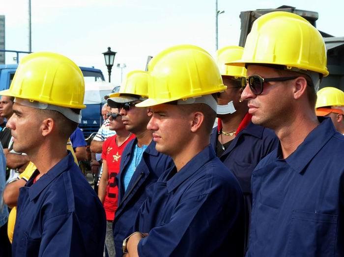 Constructores holguineros parten hacia Ciego de Ávila