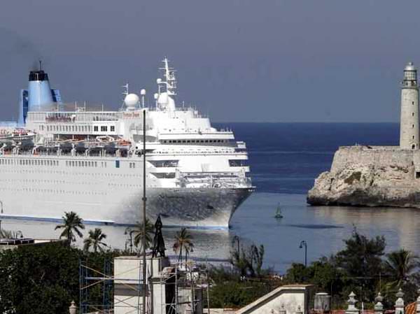 El crucero Thomson Dreams vino por primera vez a La Habana en enero de 2011