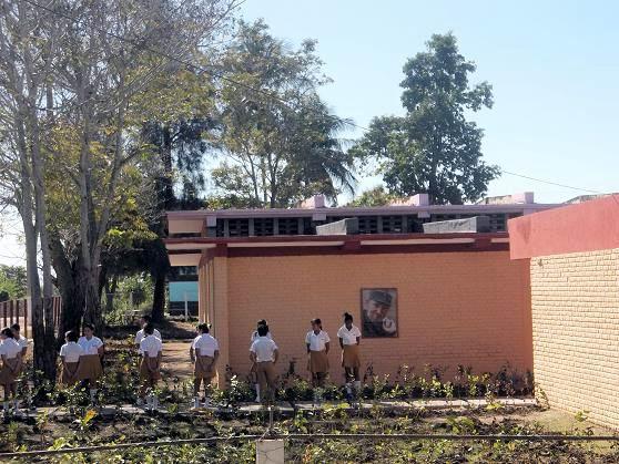 Secundaria Básica recien remozada en Cueto. Foto: Aroldo García