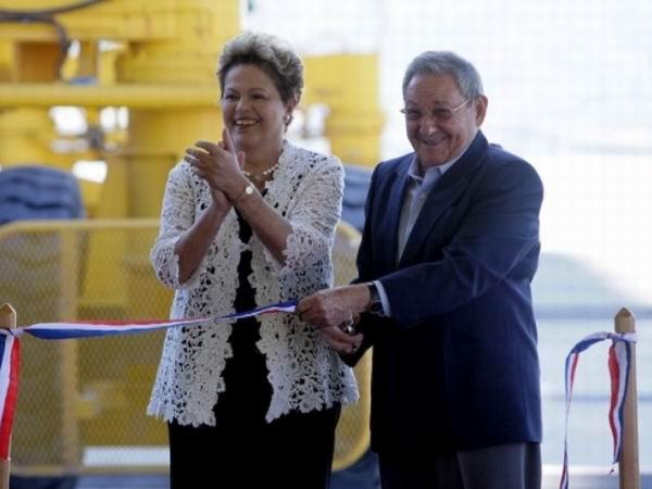 Dilma y Raúl inauguran primera fase de Puerto del Mariel. Foto de archivo