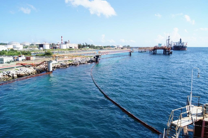 Controlado derrame de petróleo en la bahía de Matanzas