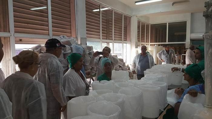Evalúan recuperación de la Fábrica de Helados Coppelia en La Habana