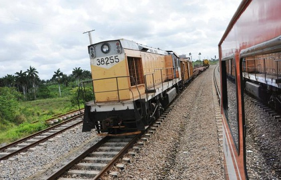 Cuban president urges to prioritize cargo transportation by railway