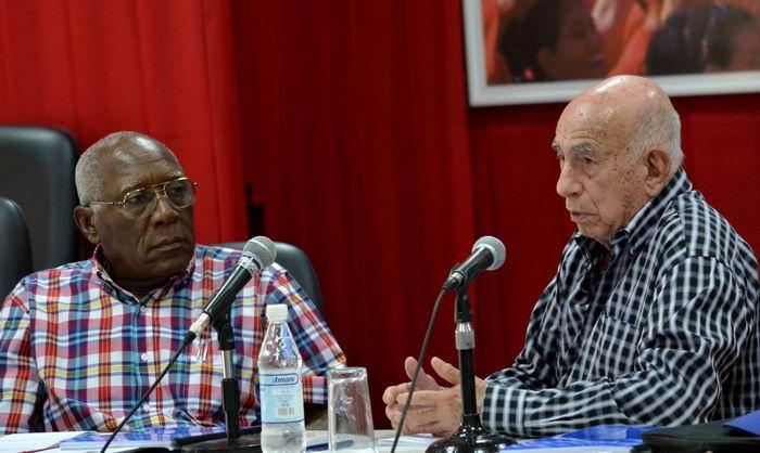 Convocan Machado Ventura y Valdés Mesa al desarrollo ganadero nacional