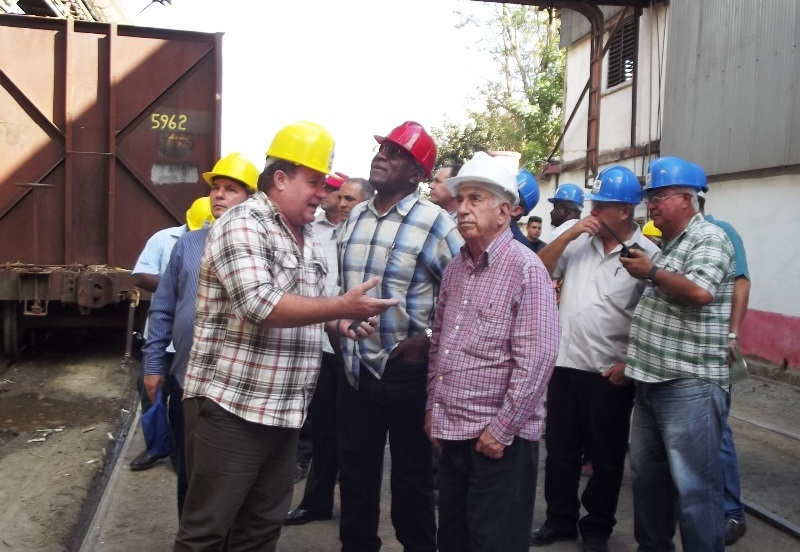 Chequean José Ramón Machado Ventura y Salvador Valdés Mesa inició de la zafra en Camagüey