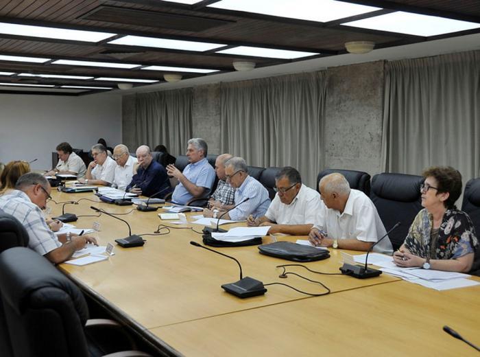 Examina Díaz-Canel desarrollo de la inversión extranjera en Cuba
