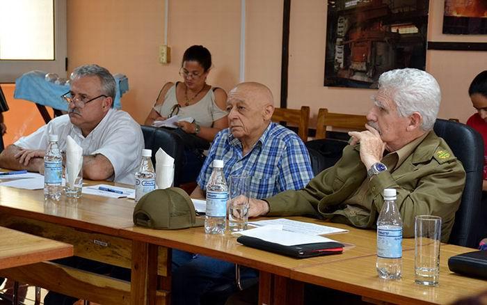 Comprueba Ramiro Valdés marcha del Programa de la Vivienda en Villa Clara. Foto: Ramón Barreras Valdés