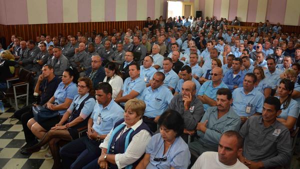 Reconoce Ministro de Energía y Minas a trabajadores cienfuegueros