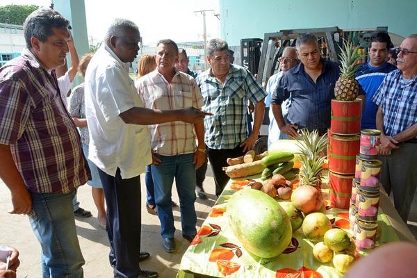 Evalúa Lazo programa de desarrollo en la Isla de la Juventud