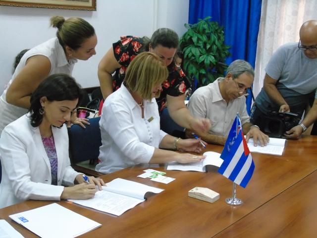 Firman proyecto para incrementar producción de frutales en Cuba