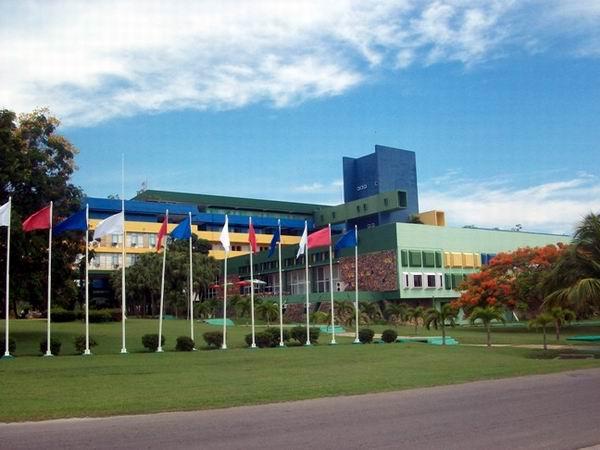 Cubans Recover Emblematic Hotel