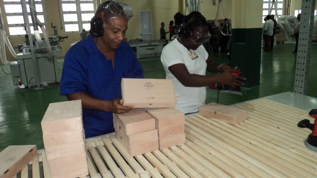 Inauguran fábrica de envases para puros cubanos (+Fotos)