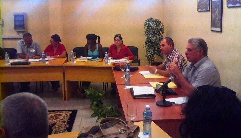 Recorre Miguel D�az-Canel centros de inter�s econ�mico y social en Artemisa (+Audio)