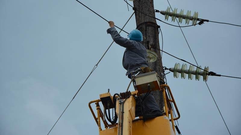 Reitera presidente del Parlamento Cubano importancia de revitalizar el servicio eléctrico