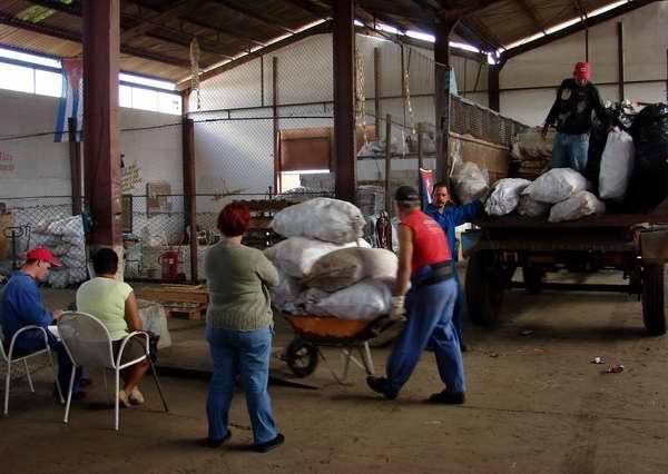 En Cuba la célula fundamental de la economía seguirá siendo la empresa estatal socialista