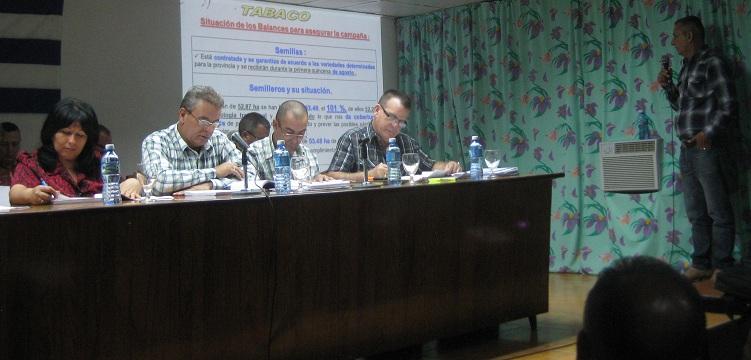 Ministro de la agricultura de Cuba evaluó aseguramiento del plan para 2018. Fotos: Juan Manuel Olivares