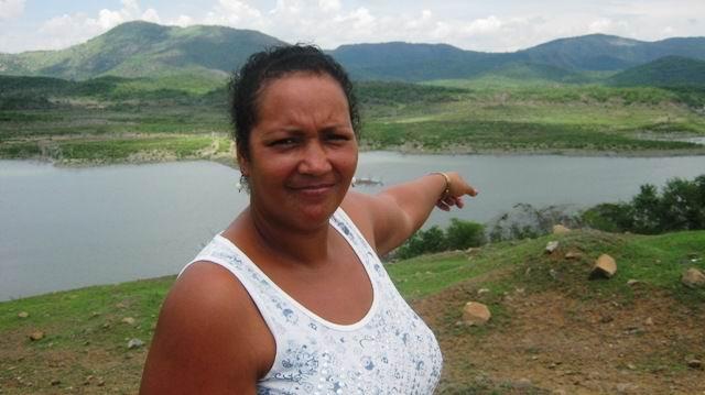 La presa Parada que debe abastecer 26 industrias y a casi 40 mil santiagueros está a punto de colapsar con reserva para poco más de 20 días, señaló a Radio Rebelde su administradora Yordanka Montes de Oca. Foto: Carlos Sanabia