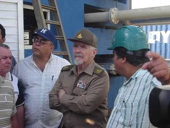 Visita Ramiro Valdés Central Diésel de Moa. Foto Aroldo García