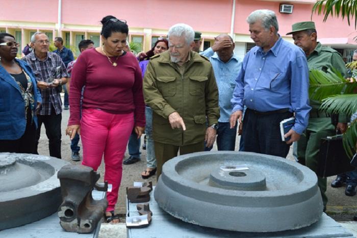 Evalúa Ramiro Valdés marcha de inversiones en Villa Clara