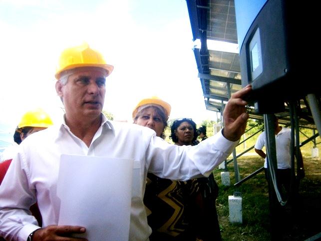 Recorre Díaz-Canel obras que entregarán en Cienfuegos