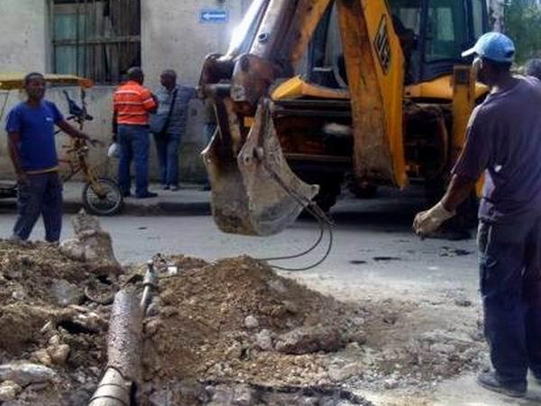 Reparación de la calle Primelles en la capital cubana