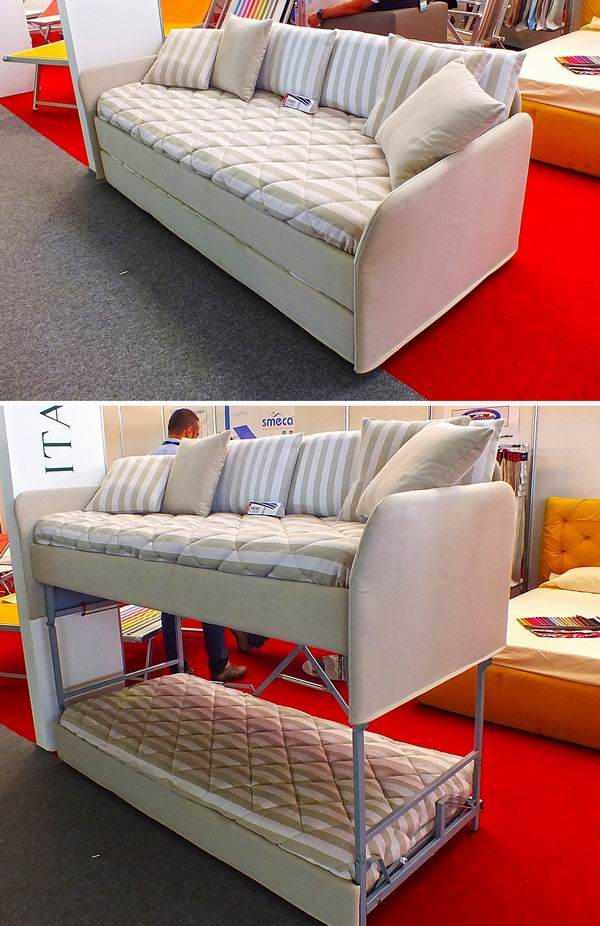 Aprovechar al máximo el poco espacio es la propuesta que hace la empresa italiana B. Forms con su denominado sofá-cama; durante el día puede ser utilizado como sofá, y por la noche como litera. Foto Abel Rojas