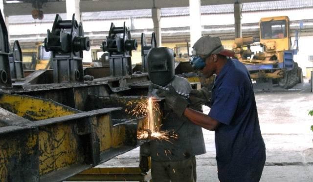 Por séptima ocasión recibe Planta de Soluciones Mecánicas de Camagüey condición Vanguardia Nacional