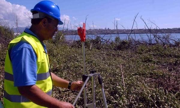 Top�grafos cubanos aplican tecnolog�as de punta