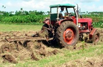 Mecanización agrícola en Camagüey burla el bloqueo con ingenio y tesón