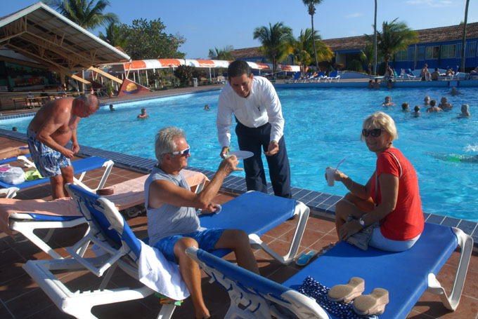 Crece turismo en Cuba a pesar de restricciones de Estados Unidos