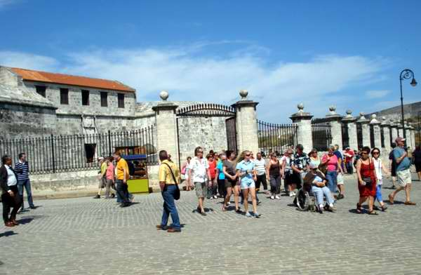 Turismo e inversión extranjera, fundamentales para la industria cubana